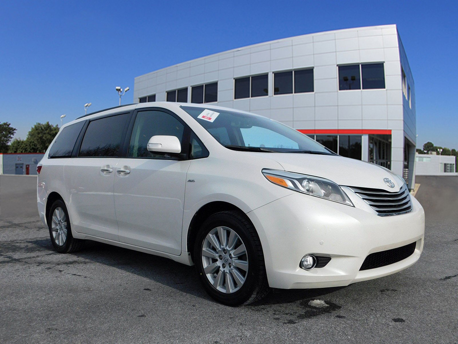 Pre-Owned 2017 Toyota Sienna Limited Premium