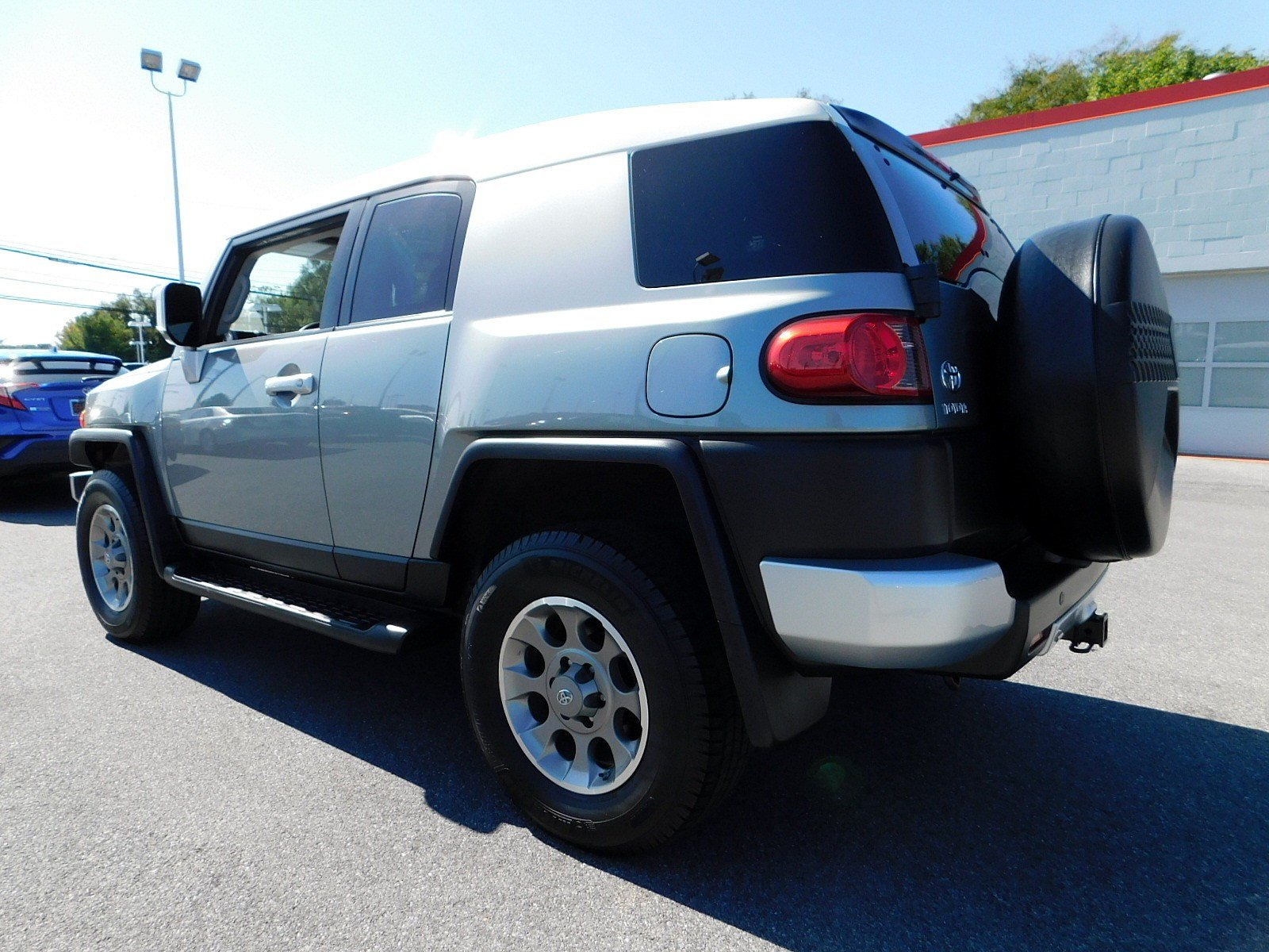 Pre-Owned 2011 Toyota FJ Cruiser 4DR 4WD AT